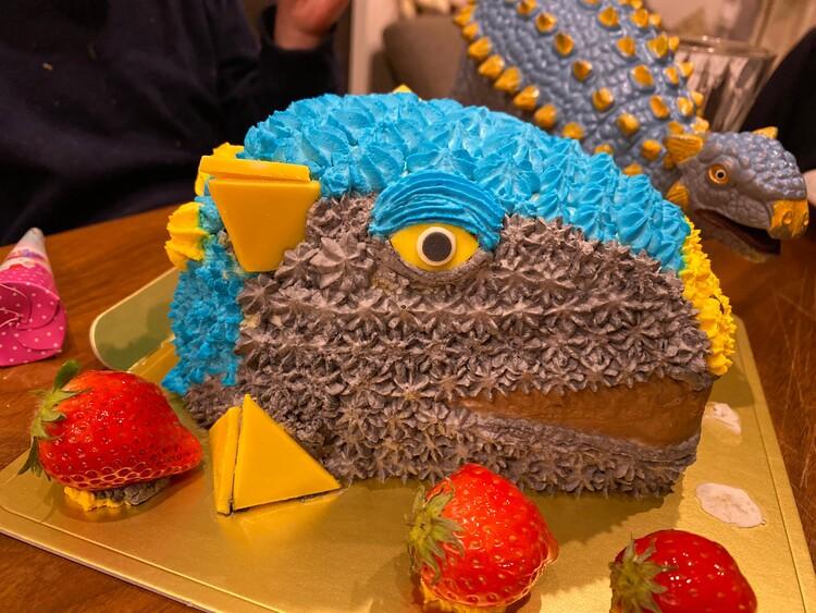 アンキロサウルスのケーキ