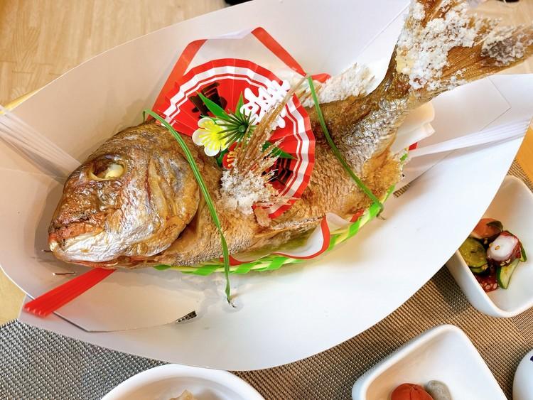 家でお食い初めの鯛